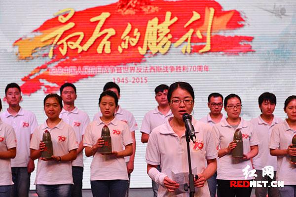 抗战军人后代、报道团成员秦芳发言。