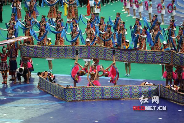 第十届全国少数民族传统体育运动会开幕 湖南参赛