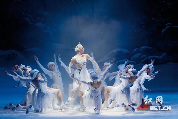 英国皇家冰上芭蕾舞团《睡美人》、《天鹅湖》剧照。