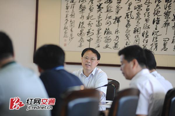 8月19日,湖南省副省长张剑飞与湖南水运企业负责人谈心对话,强调企业要全面落实主体责任。