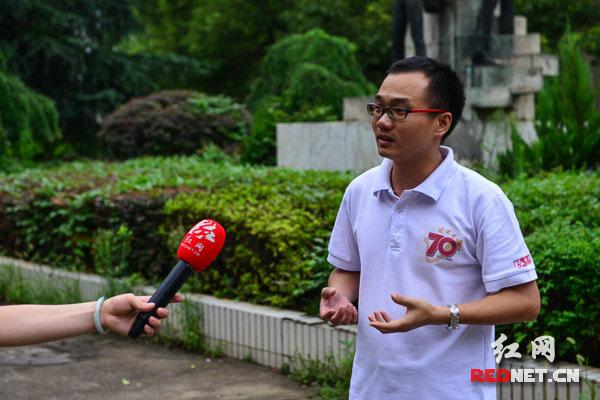 报道团成员肖懿面对镜头畅谈采访过程中难忘的片段。
