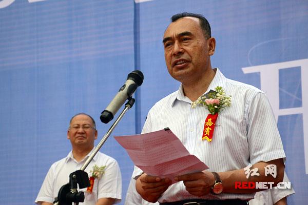 国土资源部副部长、国家测绘地理信息局局长库热西·买合苏提致辞。