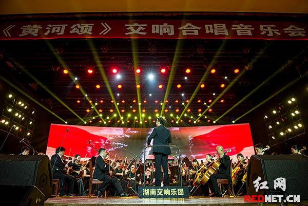 《黄河大合唱》将音乐会推向高潮。