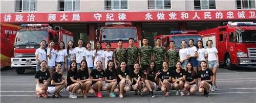 世界小姐湖南佳丽实践课程之学穿消防服