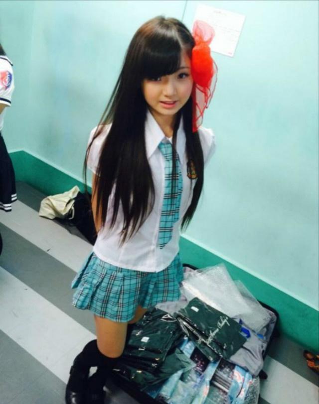 日本小学生女团走红 成熟性感风遭吐槽 娱乐