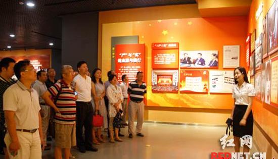 湖南省气象局党组成员、机关全体工作人员来到湖南党史陈列馆。