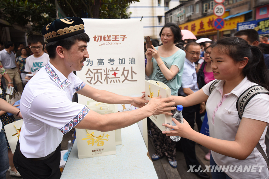 Adili: Nut cakes passing on the Chinese Dream