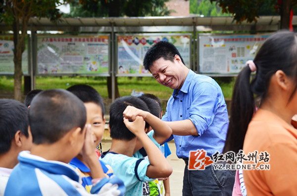 湖南分分时时彩学院走进扶贫村开展教育