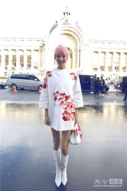 陆瑶草莓奶昔头配小棉袄 赞中国元素成世界潮流