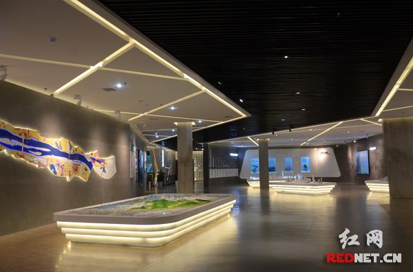 长沙规划展示馆总建筑面积9255平方米,布展面积7400平方米。