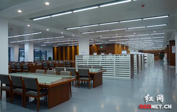 长沙市图书馆新馆建筑面积3.13万平方米,现有藏书量100万册。