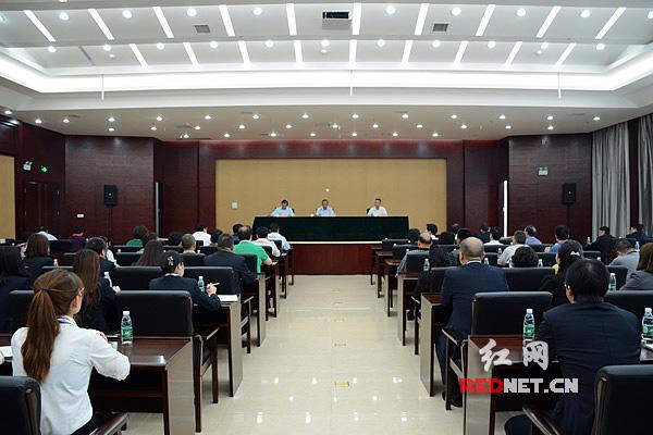10月16日,湖南省公共资源交易中心召开干部职工大会。