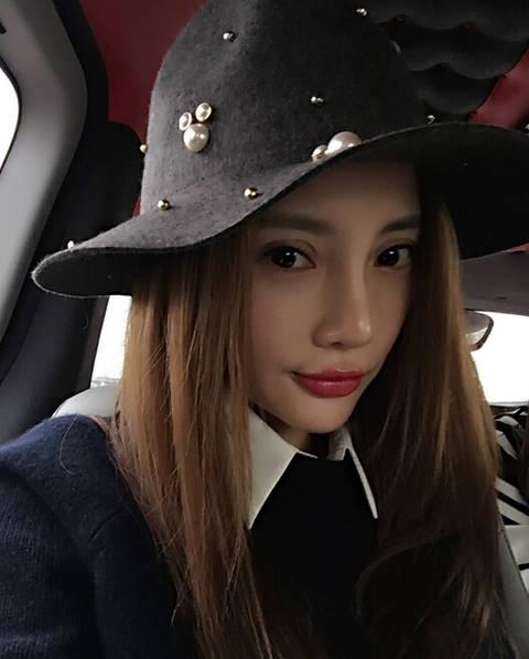 李小璐v红唇路上红唇果冻色自拍对镜玩亲亲情趣用品出口量宁波图片