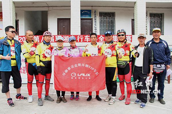 获得团队第一名的雷克斯环湘VIP车队。
