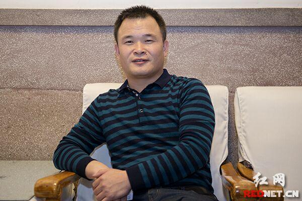 中国甘肃网副总编辑王槐义接受时刻新闻记者采访。