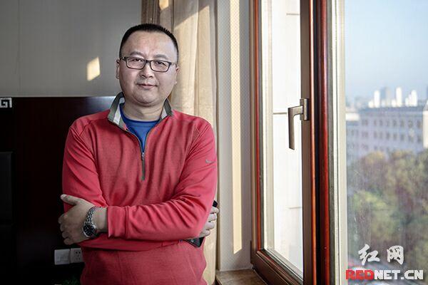 陕西广电无线信息传播有限公司执行副总经理姚骊生接受时刻新闻记者采访。