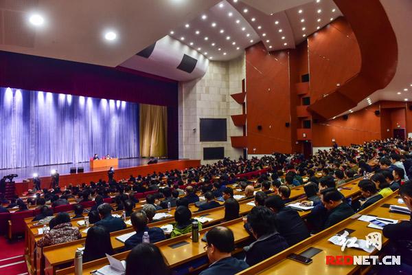 11月12日,中央宣讲团来湖南宣讲十八届五中全会精神。
