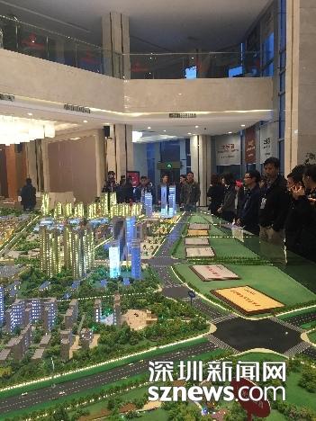 网媒团在听取湘中国际物流园的介绍