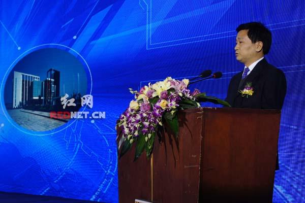 长沙金霞经开区管委会主任袁政国发布园区招商项目。7大项目当天签约成功,签约金额约140亿元。