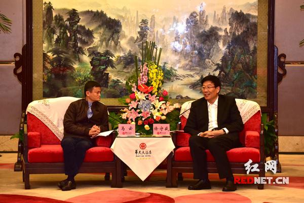 今天下午,湖南省委书记、省人大常委会主任徐守盛,湖南省委副书记、省长杜家毫在长沙会见阿里巴巴集团董事局主席马云一行。