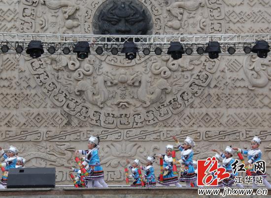 瑶族蓝精灵《跳盘王》表演。