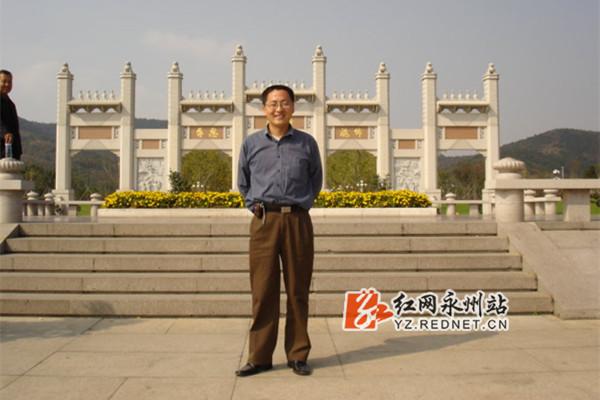 2004年无锡灵山大佛留影