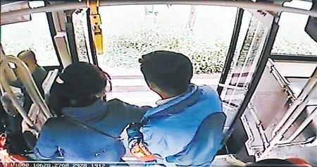 乘客突发癫痫公交逆行送医 警方:不会处罚_中国频道_红网
