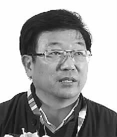 """首届大学生创业论坛:年轻人敢""""闯""""更要敢""""创"""""""