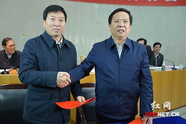 湖南省农业委员会和湖南农业大学签订了合作备忘录.-湖南启动现代图片