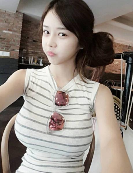 韩国网络女主播因逆天女生爆红裸露学生身材图片制服性感图片