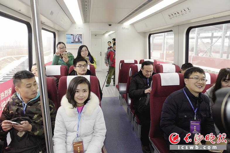 """""""未来,乘客从长沙火车南站下高铁后,如果要转乘飞机,在高铁站内就可以"""