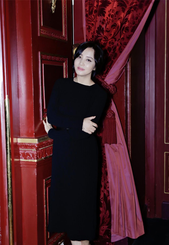 最新熟女_组图曹曦文最新熟女系写真笑容温暖女人味足