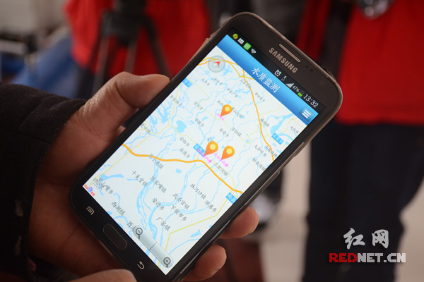 通过手机APP,能随时查询安乡几大水厂的水质状况。