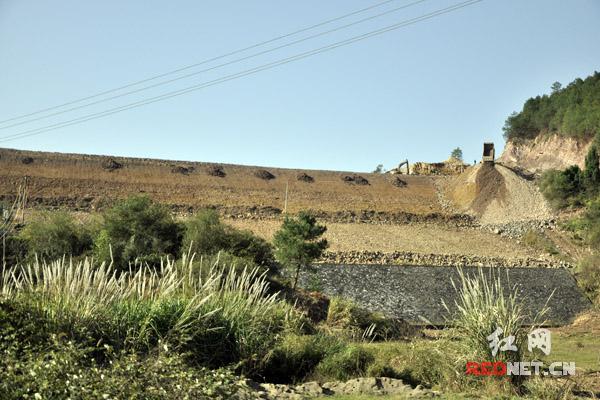 盘江水库是嘉禾的水源建设中心供水区,目前大坝在进行除险加固。