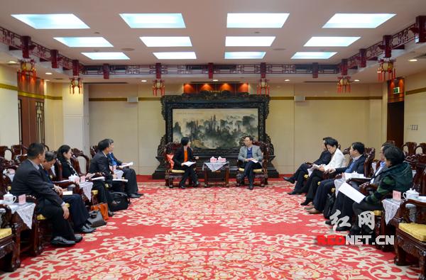 12日下午,湖南省副省长张剑飞会见广汽集团副总经理、广汽三菱董事长卢飒一行。