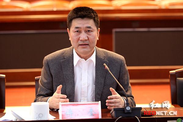 湖南省委常委、省纪委书记傅奎向各民主党派省委、省工商联和无党派人士通报了2015年全省党风廉政建设和反腐败工作工作情况。