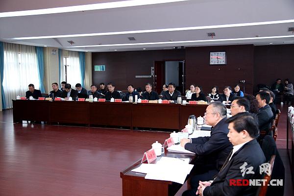 各民主党派省委、省工商联主要负责人和无党派人士代表参加会议。