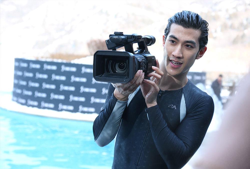 李治廷霸王级寒潮挑战冬泳图片