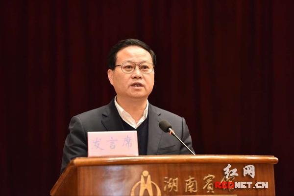 湘西自治州委书记叶红专强调打赢精准脱贫攻坚战要实处着力,干字当头。