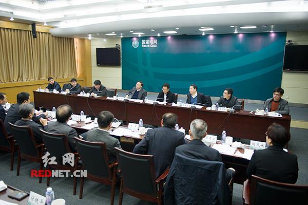 2日上午,湖南省副省长张剑飞前往国网湖南省电力公司,调研全省春节期间供保电工作。