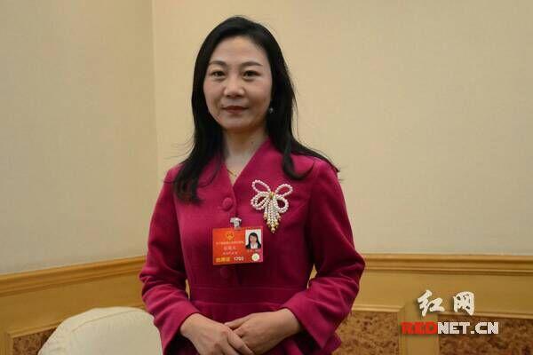 全国人大代表、湖南山河智能基础装备事业部推广专员张晓庆。