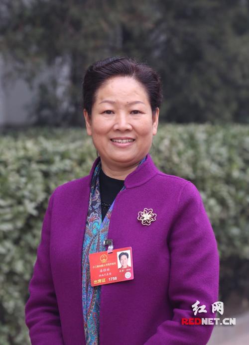 全国人大代表、中国石化湖南石油分公司总经理潘桂妹。