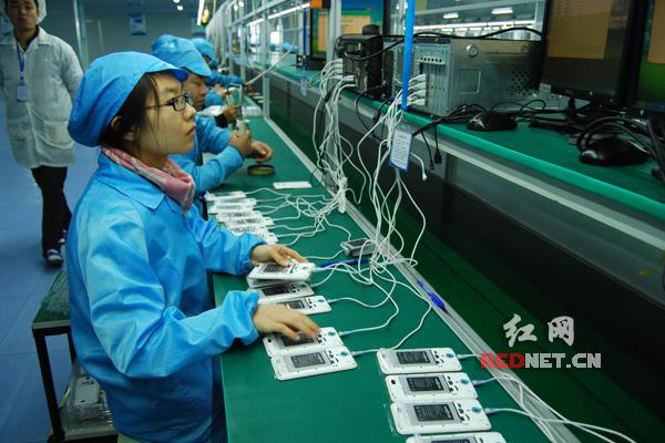 基伍手机企业生产车间。以上图片均为由浏阳经开区办公室提供。