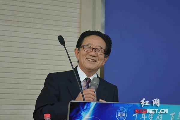 岛田晴雄教授为师生们作主题演讲。