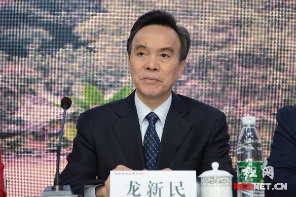 全国政协常委、中国中共党史学会常务副会长、中共党史研究室原副主任龙新民出席会议并讲话