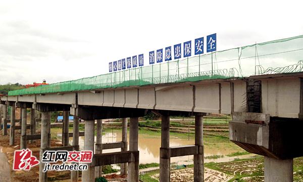 施工中的跃南高架桥
