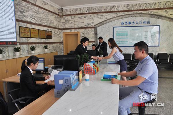"""湖南省省本级水行政审批项目目前已全部纳入了行政审批""""窗口""""办理,实行一个""""窗口""""对外。"""