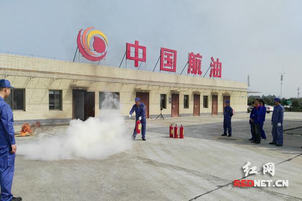 衡阳南岳机场开展大型消防综合演练。