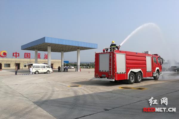 消防车出场。