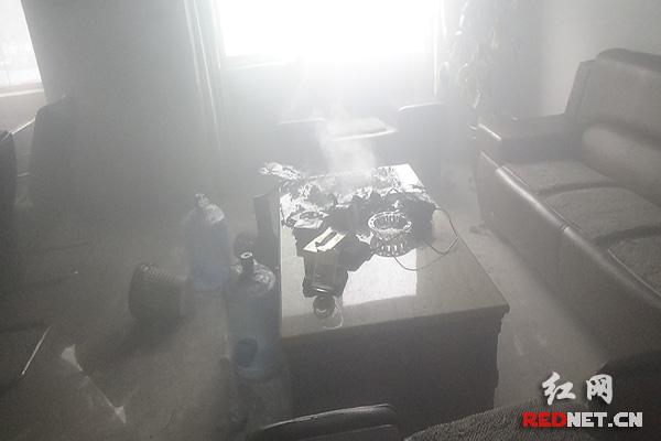 株洲一酒店房间内茶具起火冒烟 消防迅速出动灭火